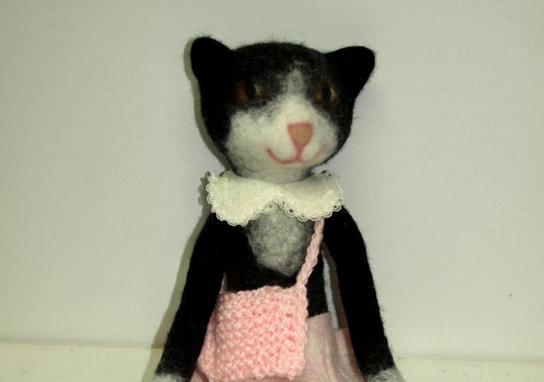 Katzendame-mit-Taeschen